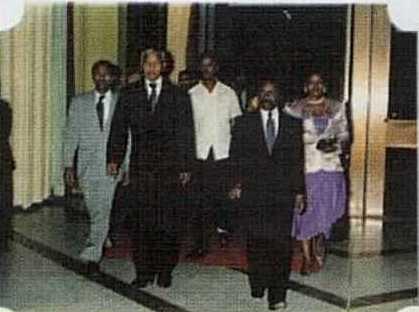 Intalnirea cu omul alb in Gabon)